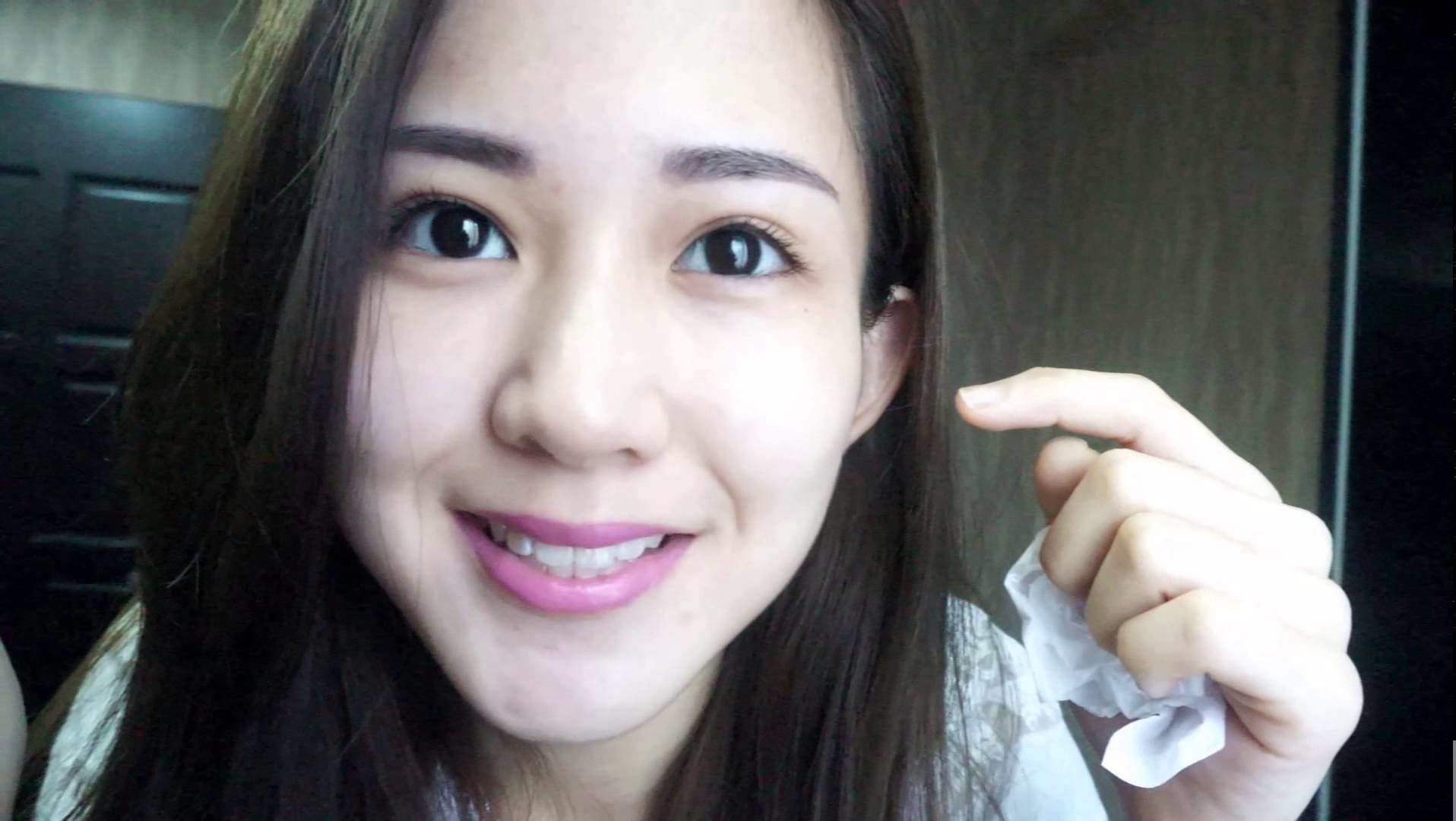 A double-eyelid is commonly believed to be a vital thing to looking beautiful as a Singaporean woman.